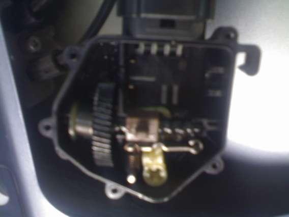 Вынимаем электродвигатель